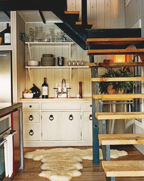 đặt kệ bếp dưới gầm cầu thang