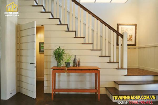 đặt 1 căn phòng bí mật dưới gầm cầu thang