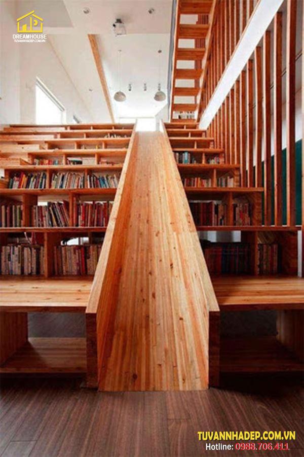 đặt kệ sách dưới gầm cầu thang