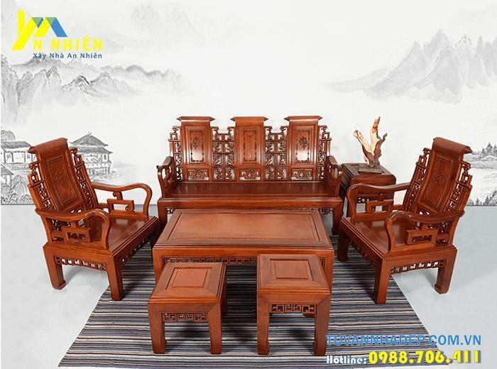phòng khách sang trọng với bàn ghế bằng gỗ căm xe