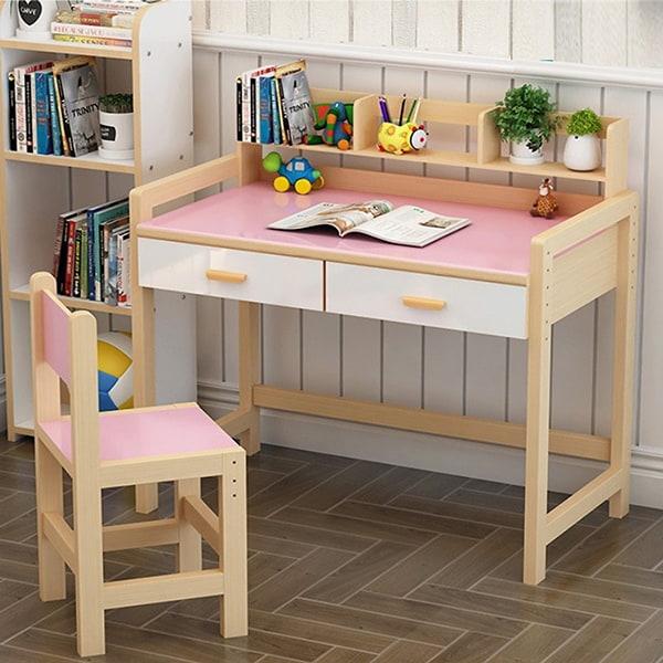 Bộ bàn ghế gỗ màu hồng dễ thương