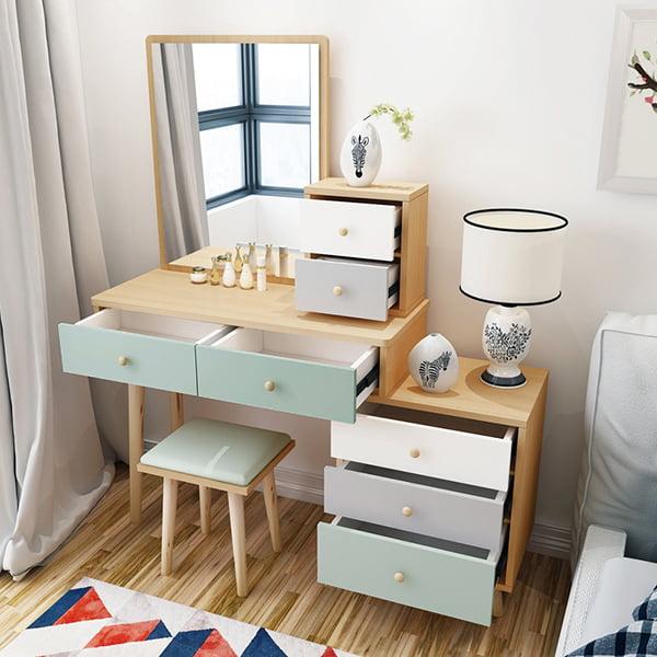 Thiết kế nhiều ngăn giúp bạn để được nhiều đồ dùng ngoài đồ trang điểm
