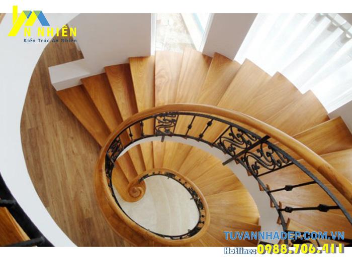cầu thang gỗ xoắn
