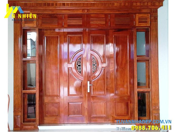 hình ảnh cửa nhà bằng gỗ căm xe