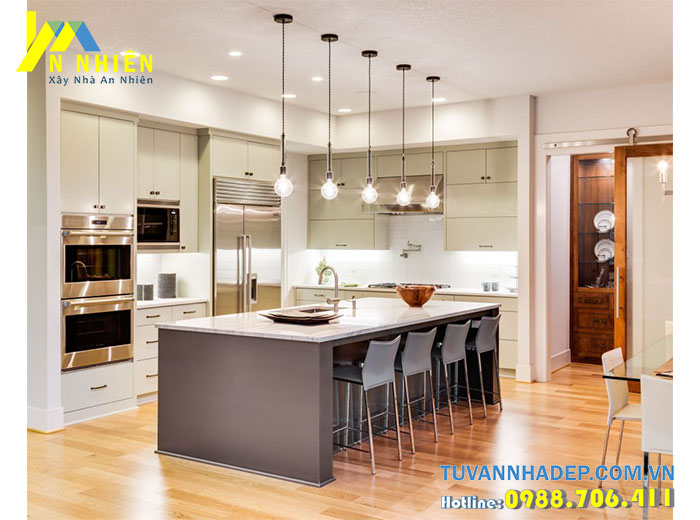 phòng bếp sang trọng với đèn ốp trần