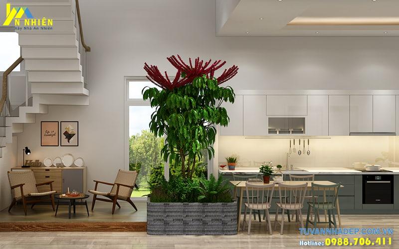 Phòng bếp thông với phòng khách và được thiết kế rộng rãi thoáng mát