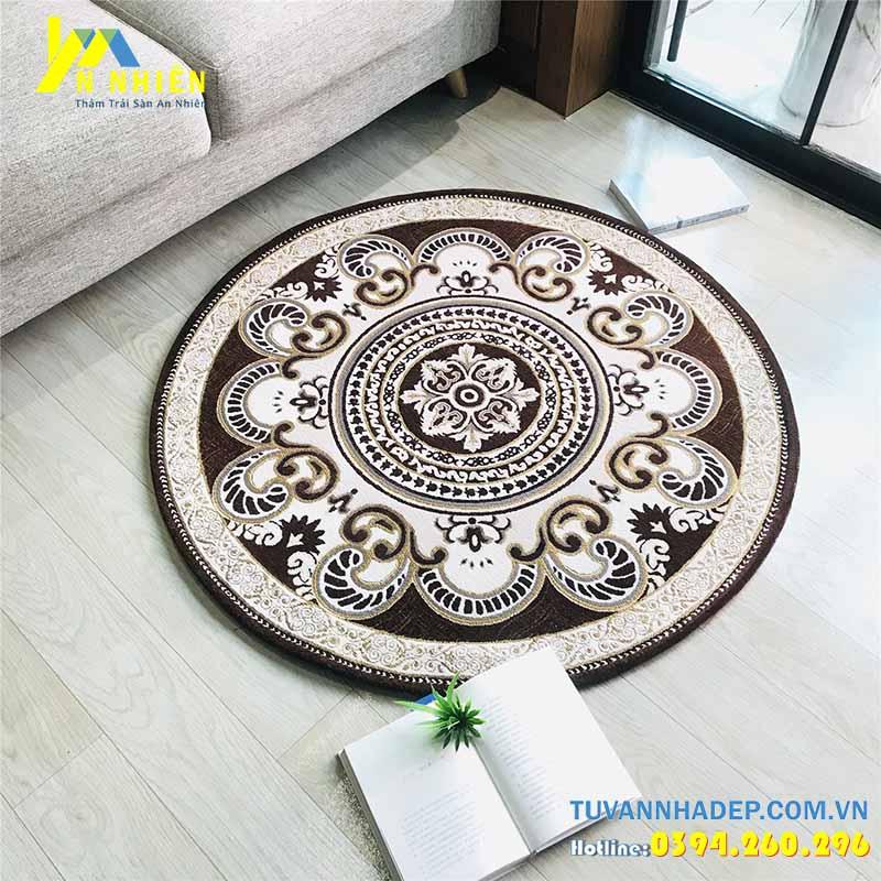 thảm trải sàn phòng khách màu gụ hình tròn
