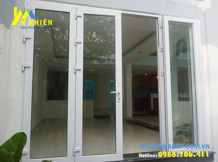 cửa nhôm kính màu trắng