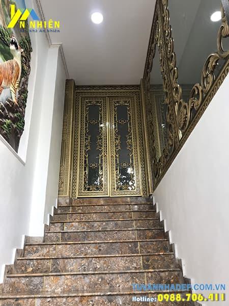 cửa nhà bằng nhôm đúc