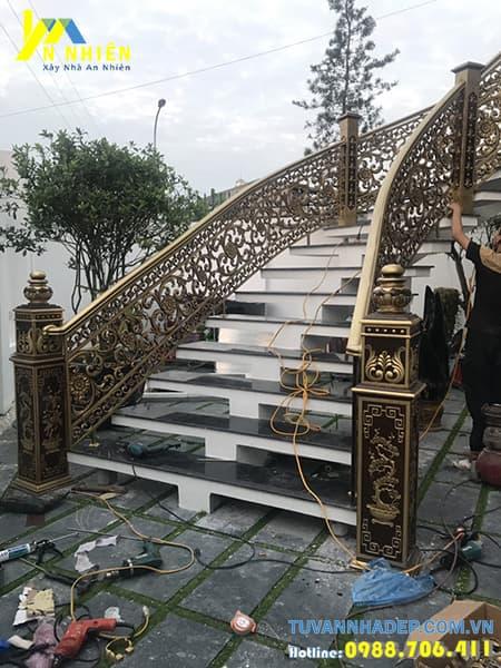 cầu thang ngoài trời bằng nhôm đúc