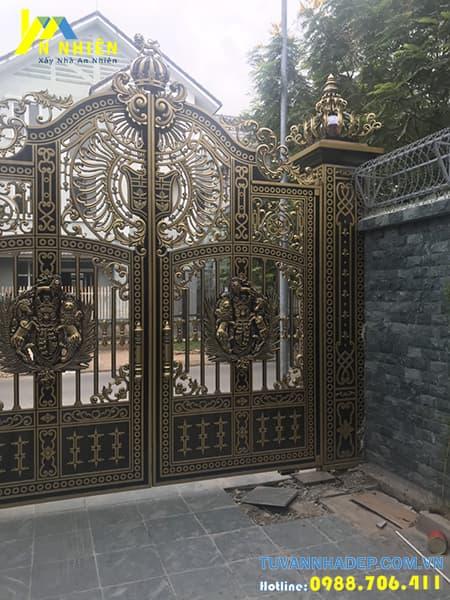 mẫu cổng không có mái che bằng nhôm đúc
