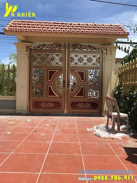 mẫu cổng nhà bằng nhôm đúc sau khi thi công xong