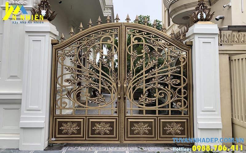 nhà đẹp với cổng nhôm đúc